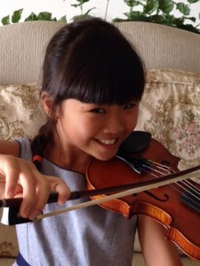 Zoei with violin